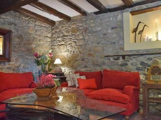 salon_1-hotel-casa-marieta-escarrilla-3000escarrilla-pirineo-aragones.jpg
