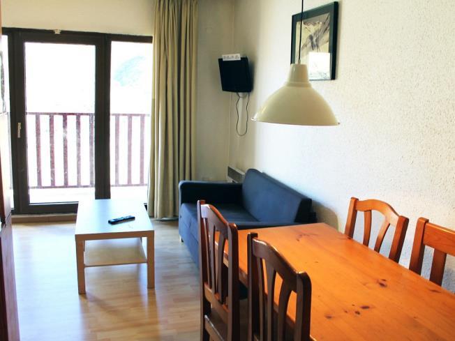 salon-comedor_3-apartamentos-paradis-blanc-3000pas-de-la-casa-estacion-grandvalira.jpg