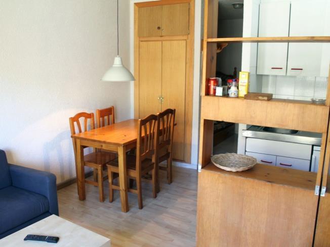 salon-comedor_4-apartamentos-paradis-blanc-3000pas-de-la-casa-estacion-grandvalira.jpg