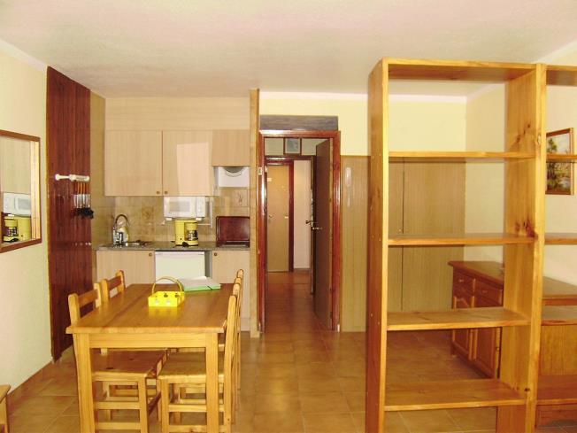 salon-comedor_6-apartamentos-paradis-blanc-3000pas-de-la-casa-estacion-grandvalira.jpg