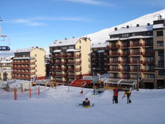 Fachada-Invierno1-Apartamentos-Paradis-Blanc-3000-PAS-DE-LA-CASA-Estación-Grandvalira.jpg