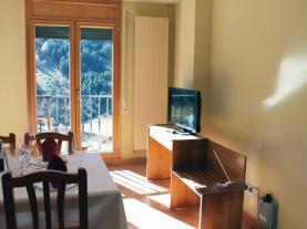 salon-comedor_2-apartamentos-varios-soldeusoldeu-estacion-grandvalira.jpg