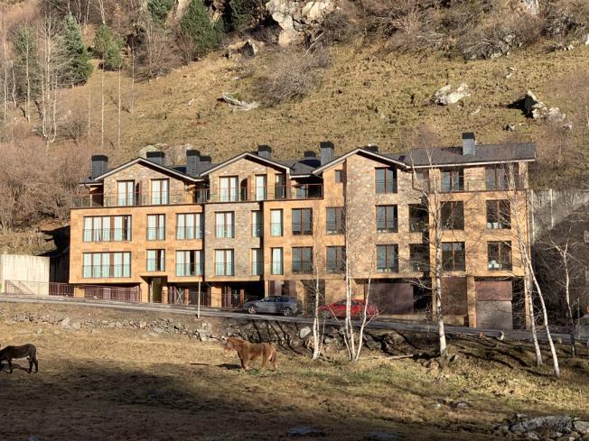 Fachada Invierno Apartamentos Llorts Ordino 3000 Llorts