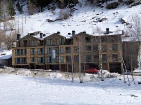 fachada-invierno-1-apartamentos-llorts-ordino-3000llorts-estacion-vallnord.jpg