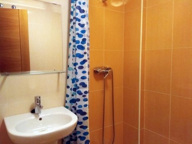 bano_1-apartamentos-playa-de-las-catedrales-3000-barreiros-galicia_-rias-altas.jpg