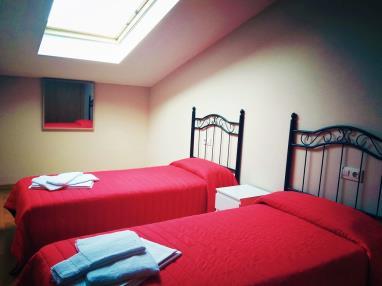 dormitorio_12-apartamentos-playa-de-las-catedrales-3000-barreiros-galicia_-rias-altas.jpg