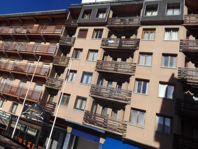 Fachada Verano Apartamentos Canigou 3000 Pas de la Casa