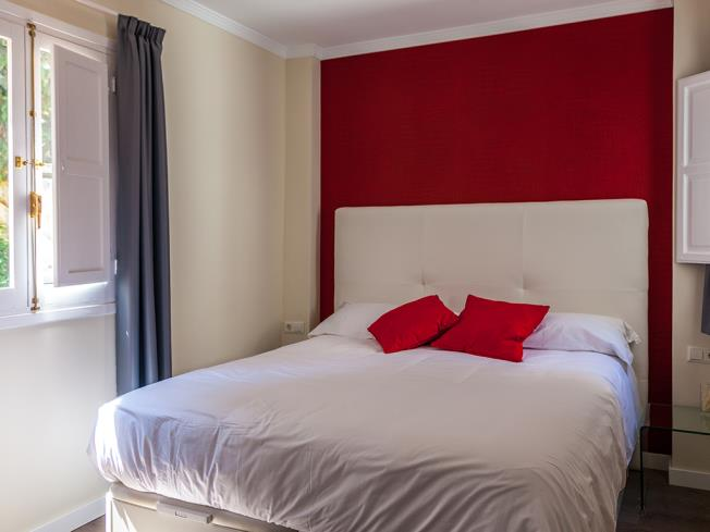 dormitorio_2-apartamentos-valentina-deluxe-3000granada-andalucia.jpg