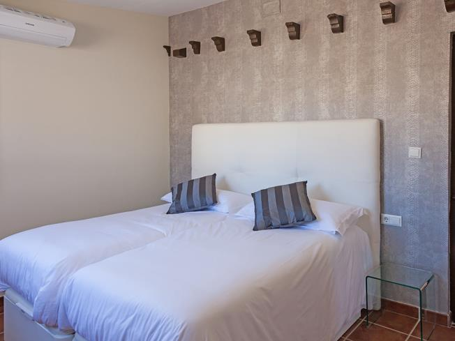 dormitorio_7-apartamentos-valentina-deluxe-3000granada-andalucia.jpg