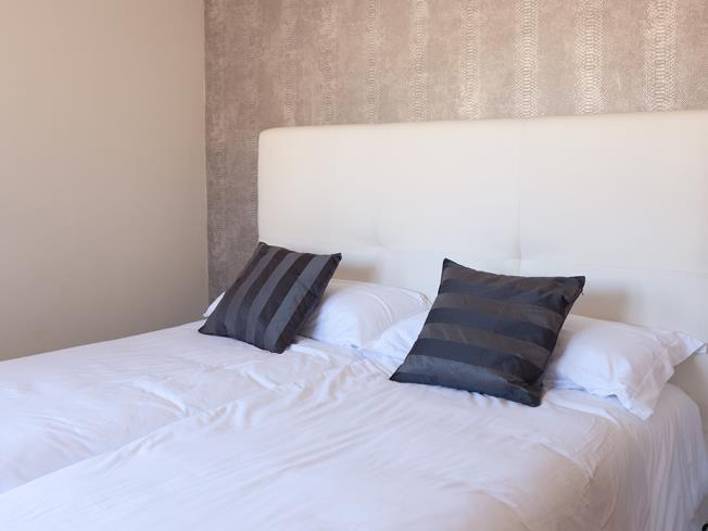 dormitorio_8-apartamentos-valentina-deluxe-3000granada-andalucia.jpg