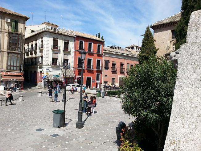 exterior_1-apartamentos-valentina-deluxe-3000granada-andalucia.jpg