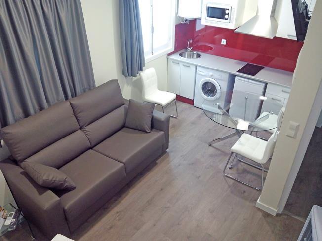 salon-comedor-apartamentos-valentina-deluxe-3000-granada-andalucia.jpg