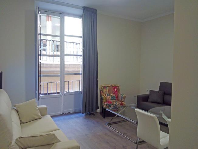 salon-comedor_5-apartamentos-valentina-deluxe-3000granada-andalucia.jpg