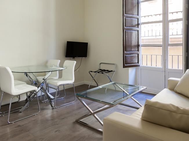 salon_2-apartamentos-valentina-deluxe-3000granada-andalucia.jpg