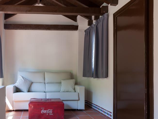 salon_4-apartamentos-valentina-deluxe-3000granada-andalucia.jpg