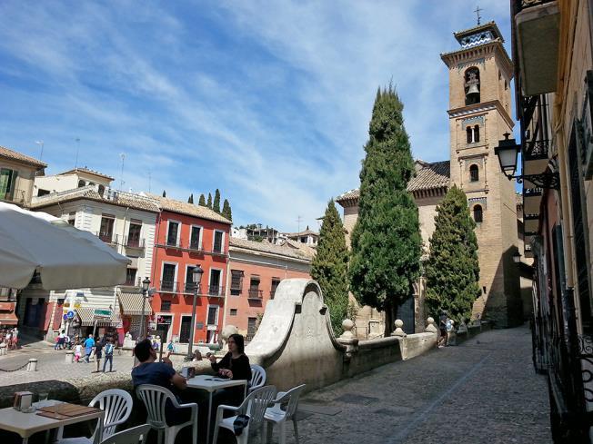 vistas_1-apartamentos-valentina-deluxe-3000granada-andalucia.jpg