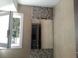 bano_2-apartamentos-valentina-deluxe-3000granada-andalucia.jpg