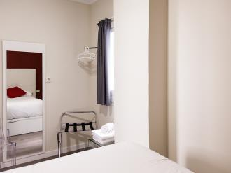dormitorio_10-apartamentos-valentina-deluxe-3000granada-andalucia.jpg