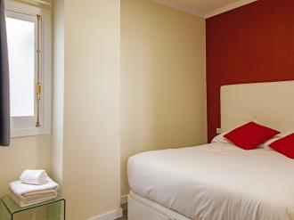 dormitorio_4-apartamentos-valentina-deluxe-3000granada-andalucia.jpg