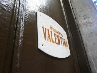 fachada-verano_1-apartamentos-valentina-deluxe-3000granada-andalucia.jpg