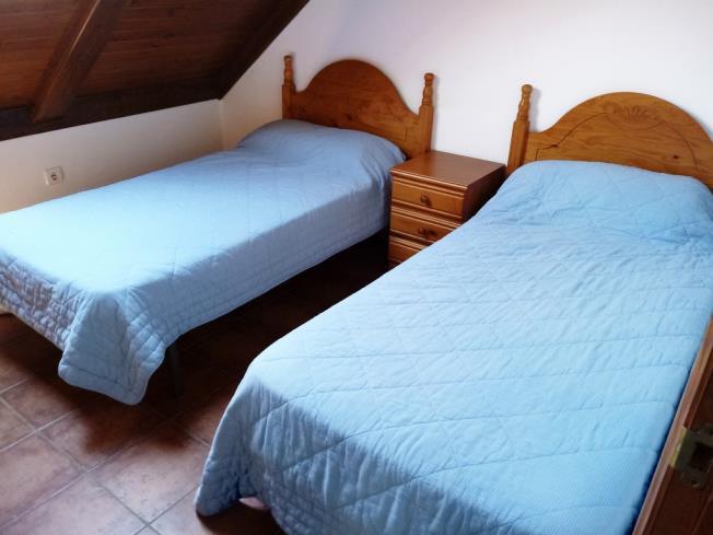 dormitorio_1-apartamentos-tramacastilla-3000_y-variostramacastilla-de-tena-pirineo-aragones.jpg