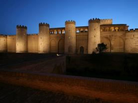 Aljaferia de noche Zaragoza Zaragoza España