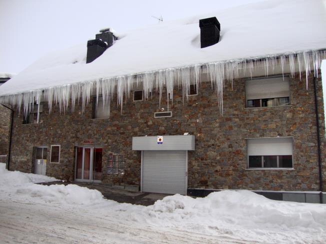 Fachada Invierno Apartamentos Araco 3000 Pas de la Casa