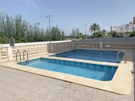 piscina-apartamentos-las-vegas-3000-peniscola-costa-azahar.jpg