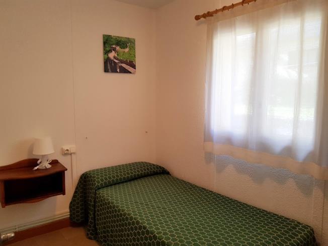 dormitorio_5-complejo-bubal-formigal-3000biescas-pirineo-aragones.jpg