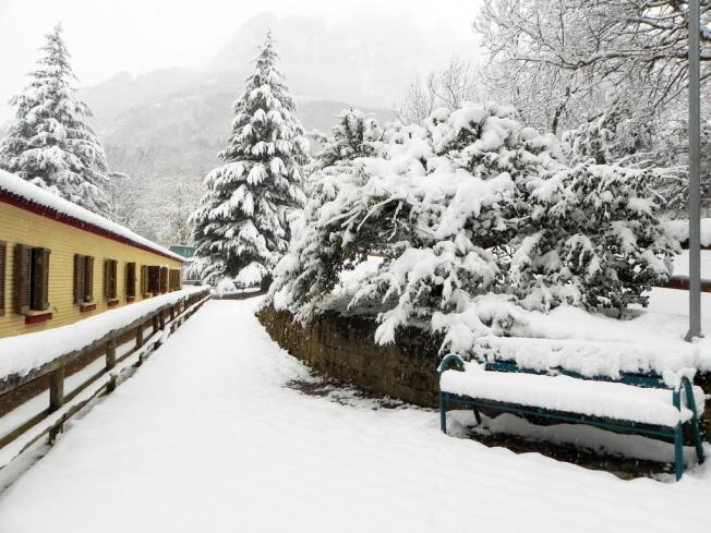 fachada-invierno_10-complejo-bubal-formigal-3000biescas-pirineo-aragones.jpg