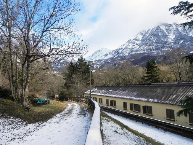 fachada-invierno_2-complejo-bubal-formigal-3000biescas-pirineo-aragones.jpg