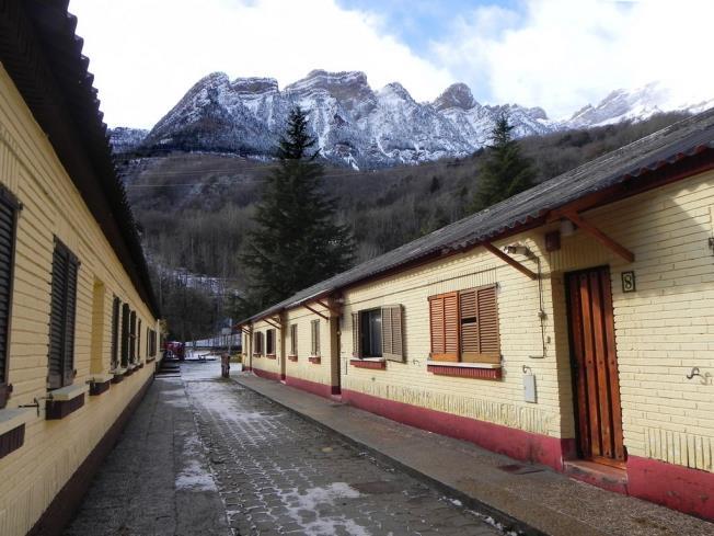 fachada-invierno_7-complejo-bubal-formigal-3000biescas-pirineo-aragones.jpg