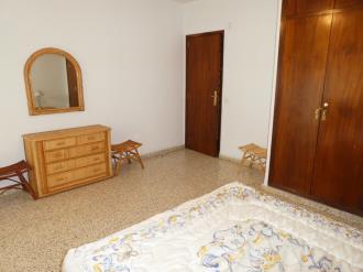 dormitorio_7-apartamentos-gandia-primera-linea-de-playa-3000gandia-costa-de-valencia.jpg