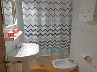 bano_6-apartamentos-villanua-3000villanua-pirineo-aragones.jpg