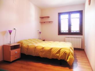 dormitorio-apartamentos-villanua-3000-villanua-pirineo-aragones.jpg