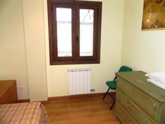 dormitorio_3-apartamentos-villanua-3000villanua-pirineo-aragones.jpg
