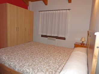 dormitorio_5-apartamentos-villanua-3000villanua-pirineo-aragones.jpg