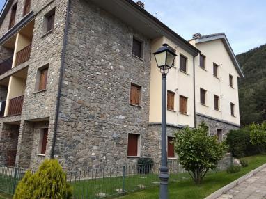 Fachada Verano España Pirineo Aragonés Villanua Apartamentos Villanua 3000