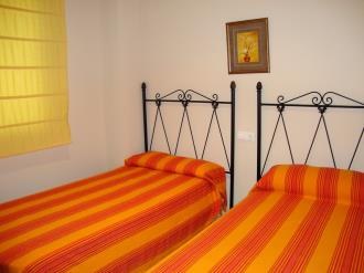 dormitorio-apartamentos-mondrian-marina-dor-3000-oropesa-del-mar-costa-azahar.jpg