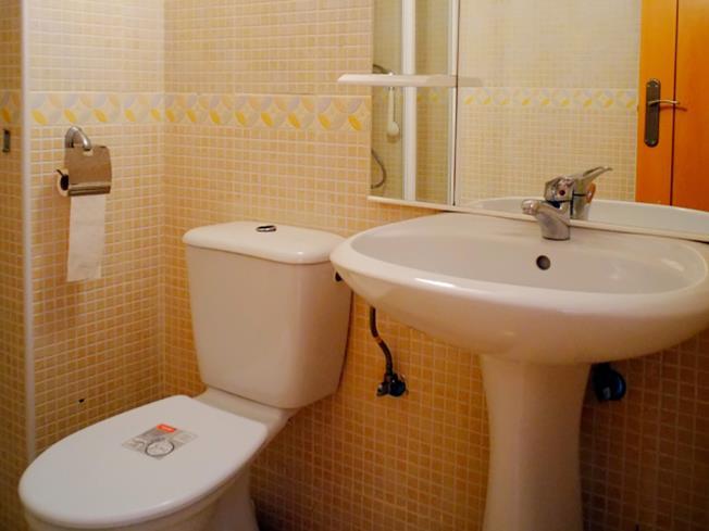 bano_2-apartamentos-marcomar-3000alcoceber-costa-azahar.jpg