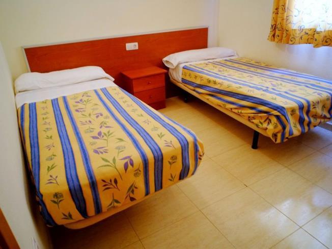 dormitorio_3-apartamentos-marcomar-3000alcoceber-costa-azahar.jpg
