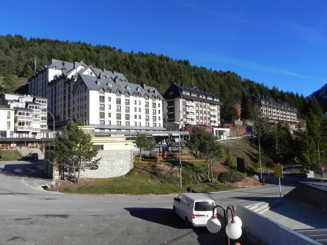 exterior-apartamentos-candanchu-3000-candanchu-pirineo-aragones.jpg