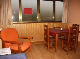 Salón-comedor3-Apartamentos-Candanchu-3000-CANDANCHU-Pirineo-Aragonés.jpg