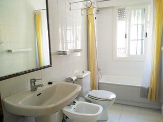 bano-apartamentos-sanxenxo-3000-sanxenxo-sangenjo-galicia_-rias-bajas.jpg
