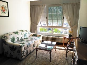 salon-comedor-apartamentos-sangenjo-3000-sangenjo-galicia_-rias-bajas.jpg