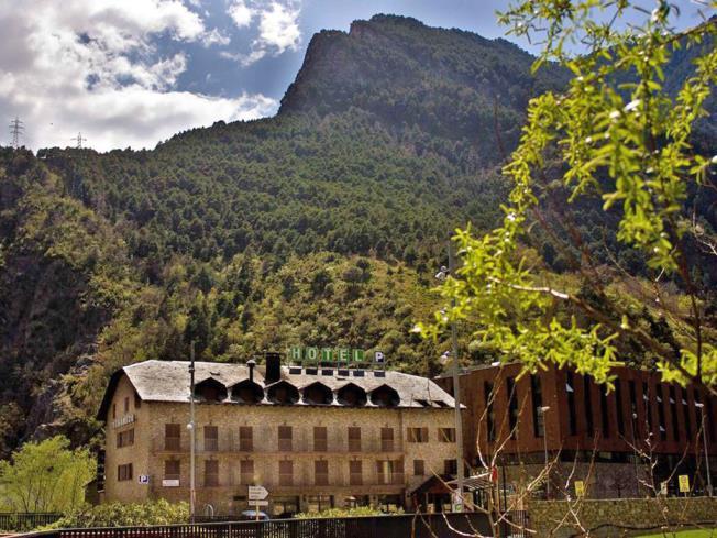 Fachada Verano Hotel Barcelona 3000 Sant Julia de Loria