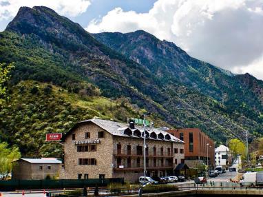 Fachada Invierno Andorra Andorra Zona Centro Sant Julia de Loria Hotel Barcelona 3000