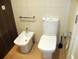 bano_11-apartamentos-canillo-pie-de-pistas-3000canillo-estacion-grandvalira.jpg