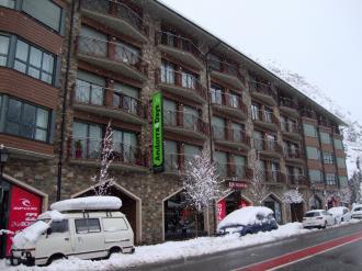 fachada-invierno_2-apartamentos-canillo-pie-de-pistas-3000canillo-estacion-grandvalira.jpg