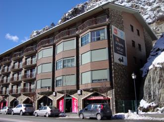 fachada-invierno_4-apartamentos-canillo-pie-de-pistas-3000canillo-estacion-grandvalira.jpg
